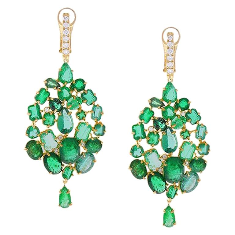 26.00 Carat Mixed Emerald and Diamond Dangle Earring 18 Karat Yellow Gold For Sale