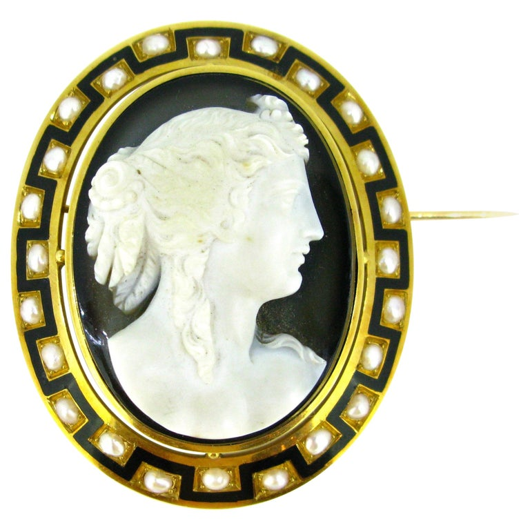 Antique Napoleon III Agate Pearl and Enamel Yellow Gold Cameo Brooch For Sale