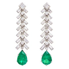 1950s Diamond and Pear-Shaped Emerald Drop Earrings in Platinum