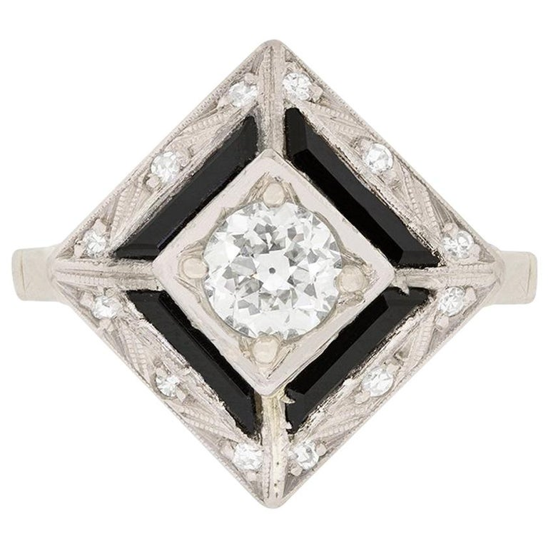 Art Deco Diamond and Onyx Cocktail Ring, circa 1920s For Sale