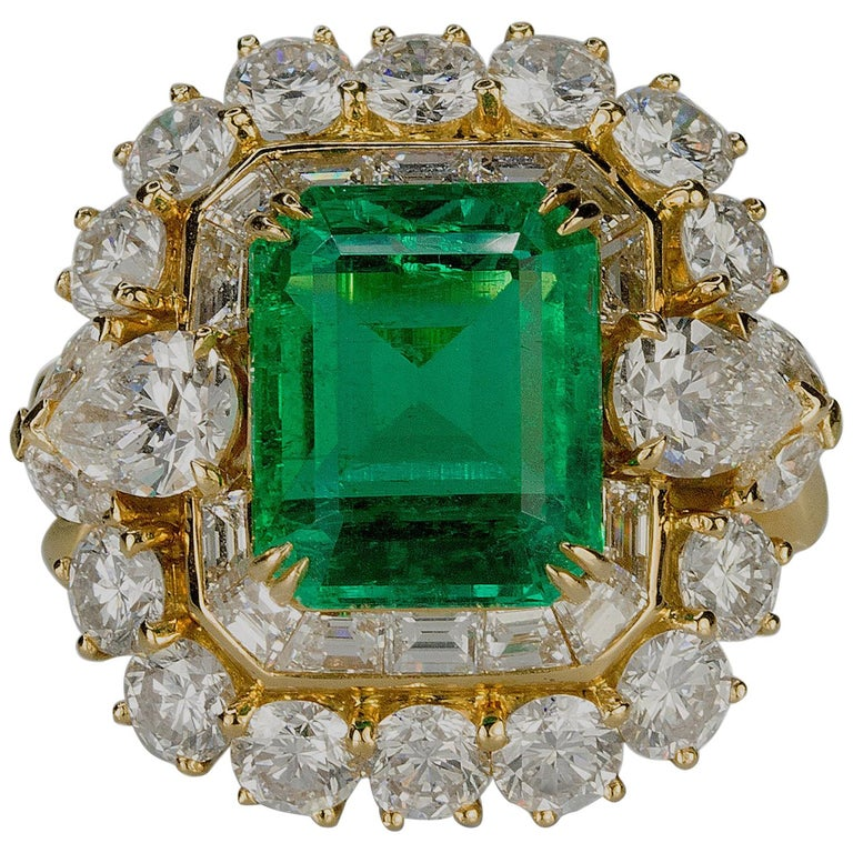 Magnificent 6.25 Carat Colombian Emerald Diamond Ring For Sale