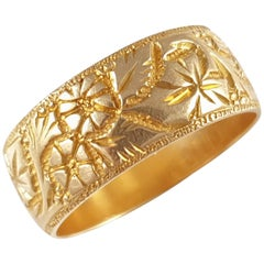 18 Karat Yellow Gold Foliate Engraved Wedding Band Ring Birmingham, 1914