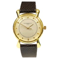 Vacheron & Constantin Large Gold mechanical Wristwatch with Flared Lugs, 1940s