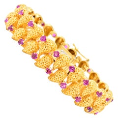 Tiffany & Co. 4.56 Carat Ruby 18 Karat Gold Link Bracelet