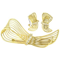 18 Karat Yellow Gold Diamond Wire Ribbon Earrings and Pin