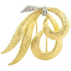 18 Karat Yellow Gold Five Diamonds Curvy Ribbon Pin