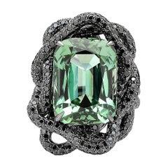Grüner Turmalin und Schwarzer Diamant Ring in 18 Karat Weißgold Schwarzes Rhodium