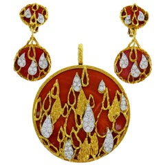 Kutchinsky Coral Diamond Gold Pendant Earrings Set