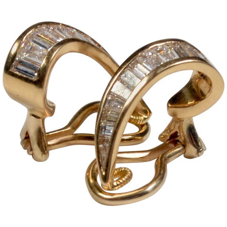 18 Karat Gold and Baguette Diamond Clip on Earrings For Sale