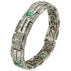 Colombian Emeralds 18 Karat White Gold Baguette Diamonds Cuff Bracelet