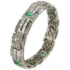 Colombian Emeralds 18 Karat White Gold Baguette Diamonds Cuff Bracelet