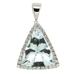Brazilian Aquamarine 18 Karat White Gold Diamonds Pendant Necklace