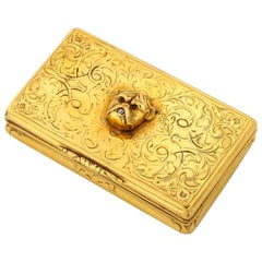 English 18 Karat Gold Snuff Box with Bulldog Head, circa 1850