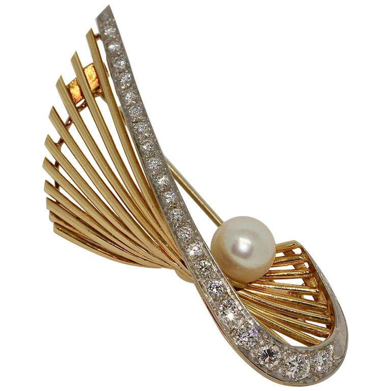 18 Karat Gold Brooch with 21 Diamonds and Cultured Pearl For Sale