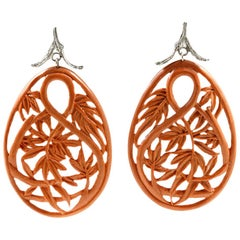 Earrings in 18 Karat White Gold with Carved Bamboo