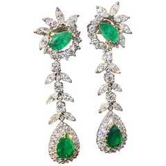 Estate Pair of Platinum 14 Carat Emerald G/VS Diamond Dangle Pendant Earrings