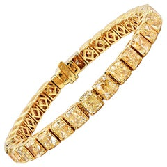 32.09 Carat Fancy Intense Yellow Radiant Shape Diamond 18 Karat Gold Bracelet