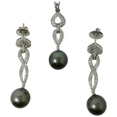 0.94 Carat White Round Brilliant and Gray South Sea Pearl Pendant Set