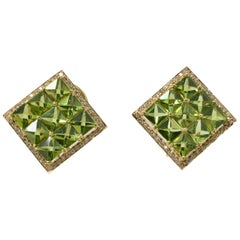1.05 Carat White Round Brilliant Diamond And 19.26 Carat Peridot Stud Earrings.