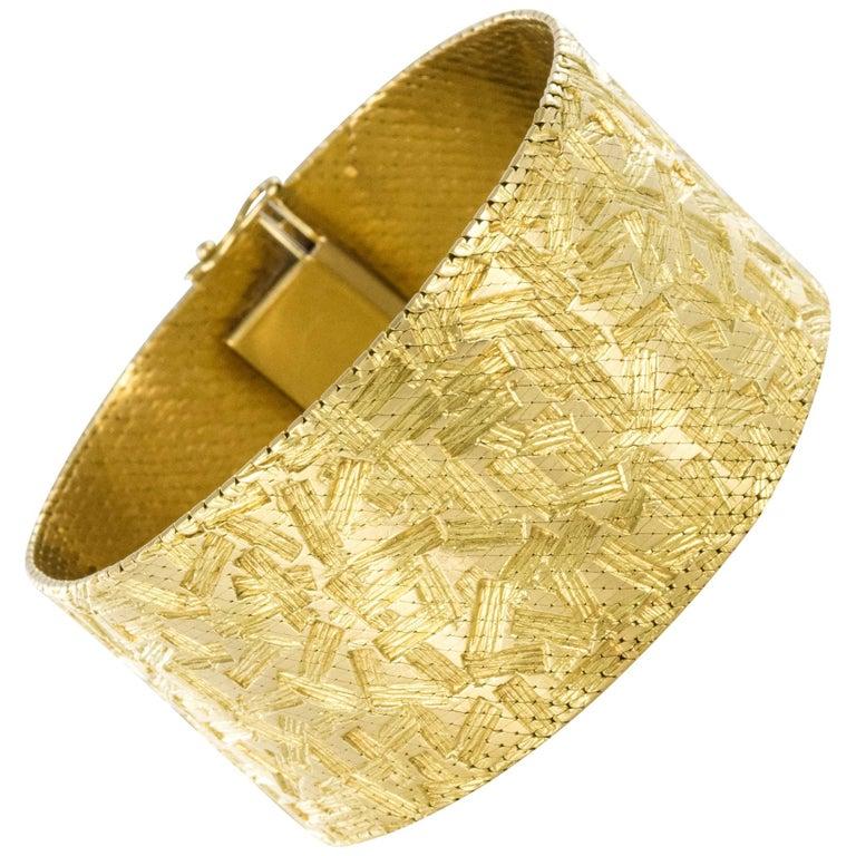 1960s Modernist Decor 18 Karat Yellow Gold Ribbon Bracelet For Sale