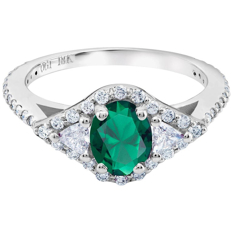 18 Karat White Gold Emerald Diamond Cocktail Ring  In New Condition For Sale In New York, NY