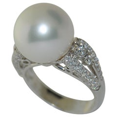 18 Karat White Gold Ring with South Sea Pearl and Round Diamonds