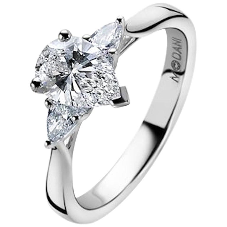 18Kt White Gold Three-Stone Engament Ring GIA Certified 0.90Ct Pear cut Diamond For Sale
