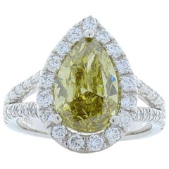 GIA Certified 3.01 Carat Pear Shape Fancy Yellow Diamond Cocktail Ring In Plat