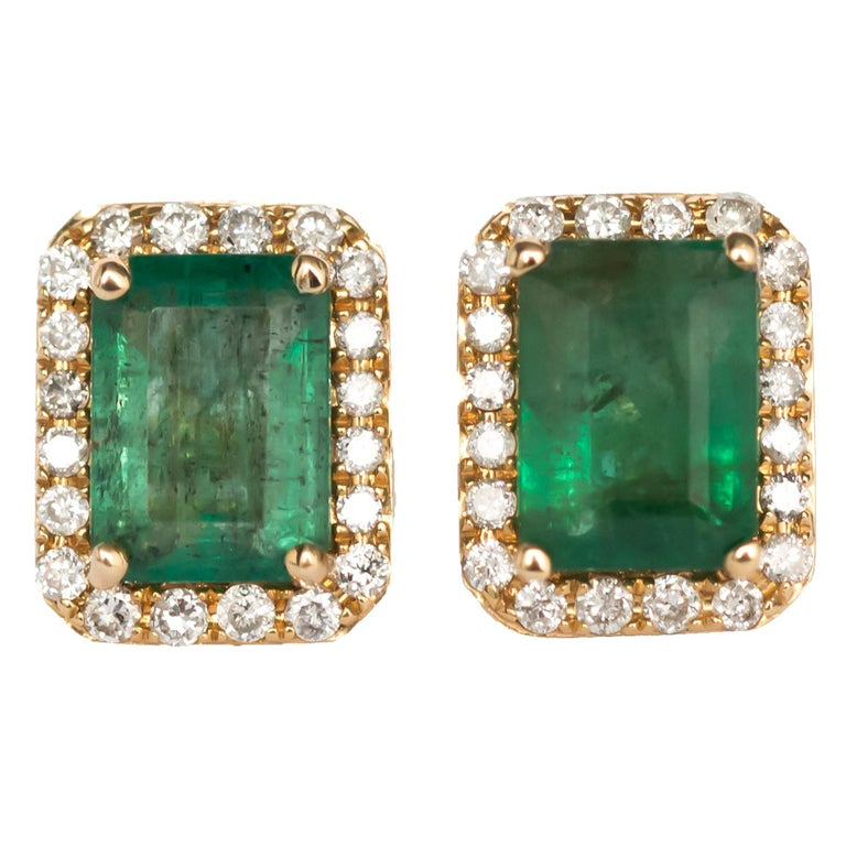 2.00 Carat Total Weight Emerald Yellow Gold Earring For Sale