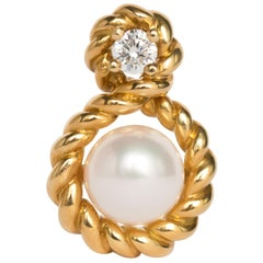 Pearl Yellow Gold Pendant