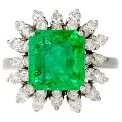 Colombian Emerald Diamond Floral 18 Karat White Gold Cocktail Ring