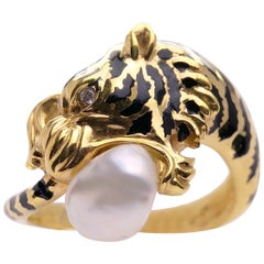 Carrera y Carrera 18 Karat Gold and Enamel Tiger Ring with Baroque Pearl