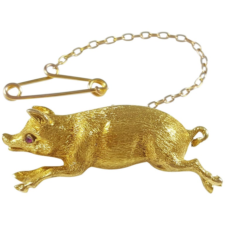 Edwardian 15 Karat Yellow Gold Pig Brooch circa 1910 4.4 Grams For Sale