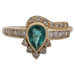 Contemporary Emerald Diamond Yellow Gold Cocktail Ring