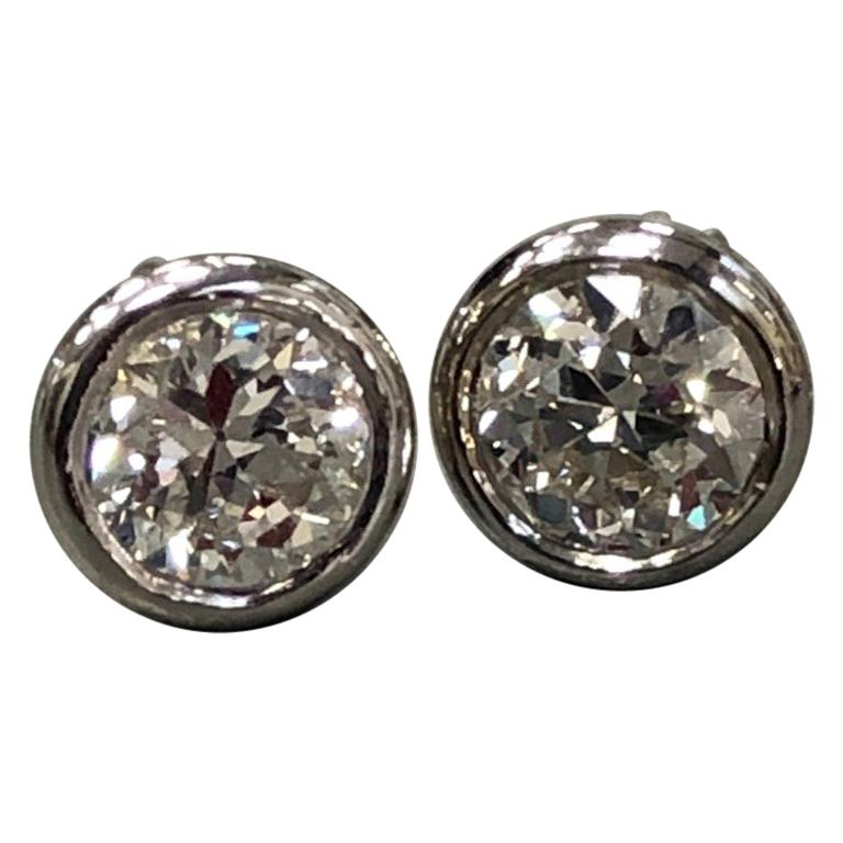 1.04 Carat Diamond Stud Earrings For Sale