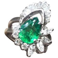 Emerald G VS Baguette Diamond 3.00 Carat Cocktail Ring
