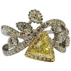 18 Karat Gold 1.77 Carat Diamond and Fancy Yellow Diamond Cocktail Ring