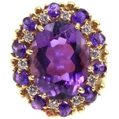 Bright Purple Amethyst Diamond 18 Karat Yellow Gold 1960s Ring