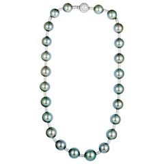 Chanel Diamond and Tahitian Black Pearls White Gold Necklace
