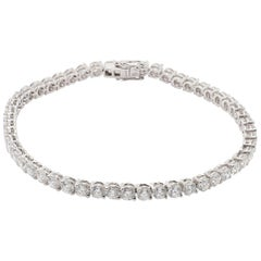 Classic 18 Karat White Gold White Diamond Tennis Bracelet