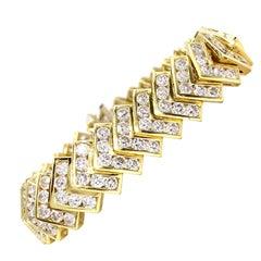 18 Karat Chevron Diamond Bracelet 14.20 Carat Total Weight