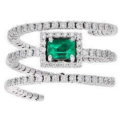 18 Karat White Gold Extendable Ring with Diamonds and Emerald