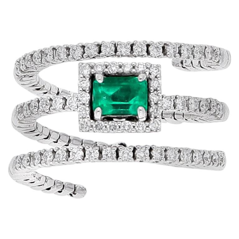 18 Karat White Gold Extendable Ring with Diamonds and Emerald For Sale