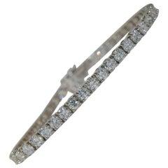 Ladies Diamond Tennis Bracelet in 18 Karat Gold