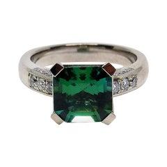 1 very fine green Tourmaline 18 Karat White Gold Ring with Diamonds