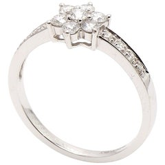 18 Karat White Gold Flower Style Cluster Diamond Ring