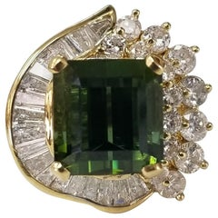 Green Tourmaline and Diamond Ring Set in 18 Karat Gold