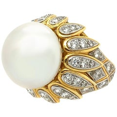 Van Cleef & Arpels 18 Karat Yellow Gold Diamond Cultured Pearl Ring