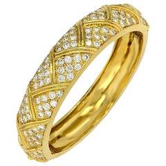 Van Cleef & Arpels 18 Karat Gold 9 Carat Brilliant Round Cut Diamond Bangle