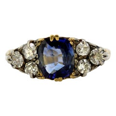 Antique French Art Deco 18 Karat Gold Ring with Cornflower Sapphire and Diamonds
